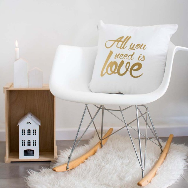 funda-cojin-all-you-need-is-love-blanco